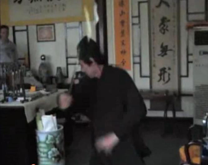 内家拳大师范允立演示游身八卦剑